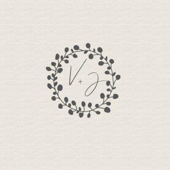 Sello con iniciales de novios boda eucalipto