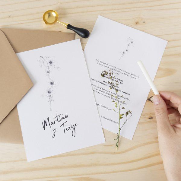 Invitaciones de boda primavera flores minimalistas caligrafia